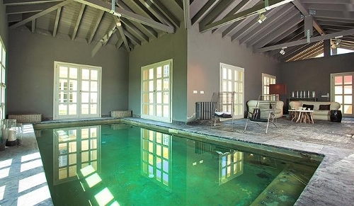 9 piscinas para no ir a la playa blog de rentalia for Casa rural con piscina cubierta